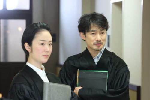 黒木華(左)と竹野内豊 (C)フジテレビ