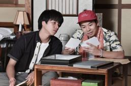 俊平役の重岡大毅(左)と蒼介役の仲野太賀 (C)TBS